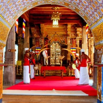 ceremony-in-the-tooth-temple-of-Kandy